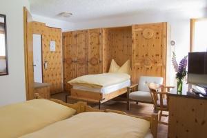 Waldhaus Bettmeralp Zimmer mit Zusatzbett